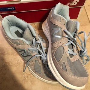 New balance women's walking shoes
